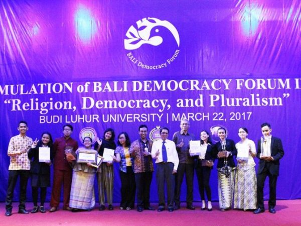 "Junior Short Diplomatic Course 2017: Bali Democracy Forum IX: ""Religion, Democracy and Pluralism""."