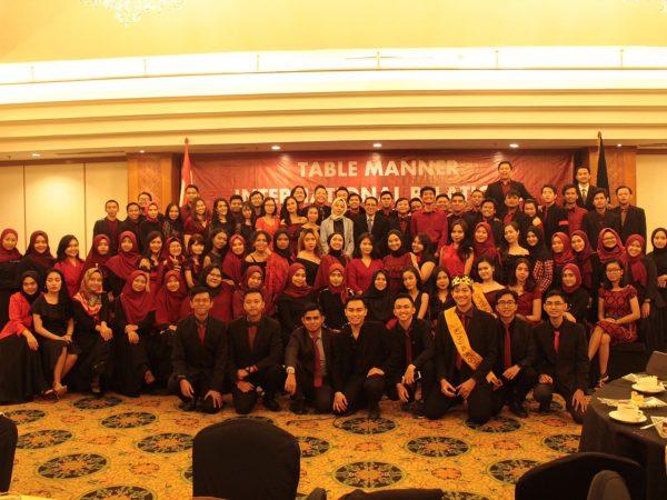 Mahasiswa Hubungan Internasional Melaksanakan Kegiatan Table Manner di Hotel Grand Sahid, Jakarta Pusat