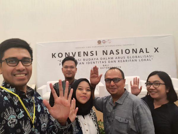 """Dosen Prodi HI Menghadiri Konvensi Nasional """"Eksistensi Budaya dalam Arus Globalisasi : Pergulatan Identitas dan Kearifan Lokal"""" Diselenggarakan Oleh Asosiasi Ilmu HI di Indonesia (AIHII) di Universitas Udayana, Bali"""